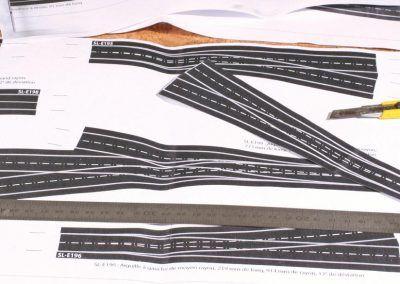2-Les photocopies des appareils de voie de la planche originale sont découpées au cutter...
