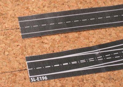 6-Le début de la pose de notre zone d'aiguilles, l'entraxe de la voie est tracé et les éléments en papier mis en place en tiennent compte.