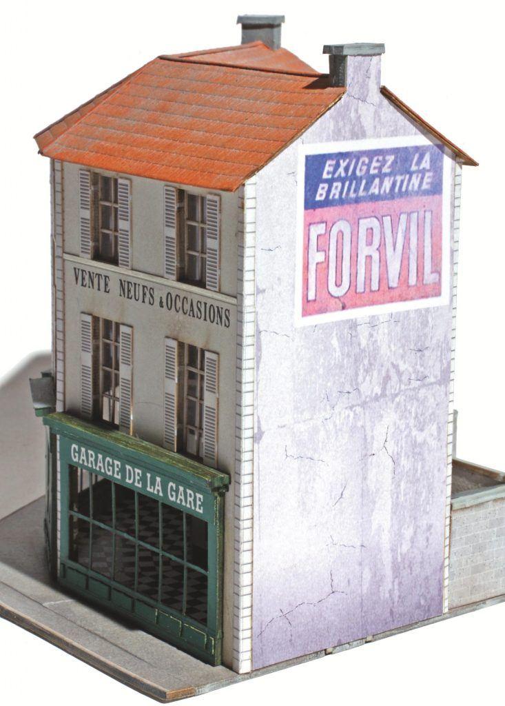 Sur cet immeuble d'angle aux murs étroits, la pub proposée par Rail Miniature Flash rend pas mal, non ?