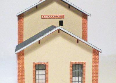 16-Notez bien que la porte située sur l'une des annexes doit se trouver côté rue.