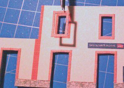 7-Pose de l'habillage sur l'une des fenêtres d'un des murs de façade.