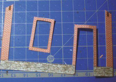 3-Découpe du décor de briques et de maçonnerie.