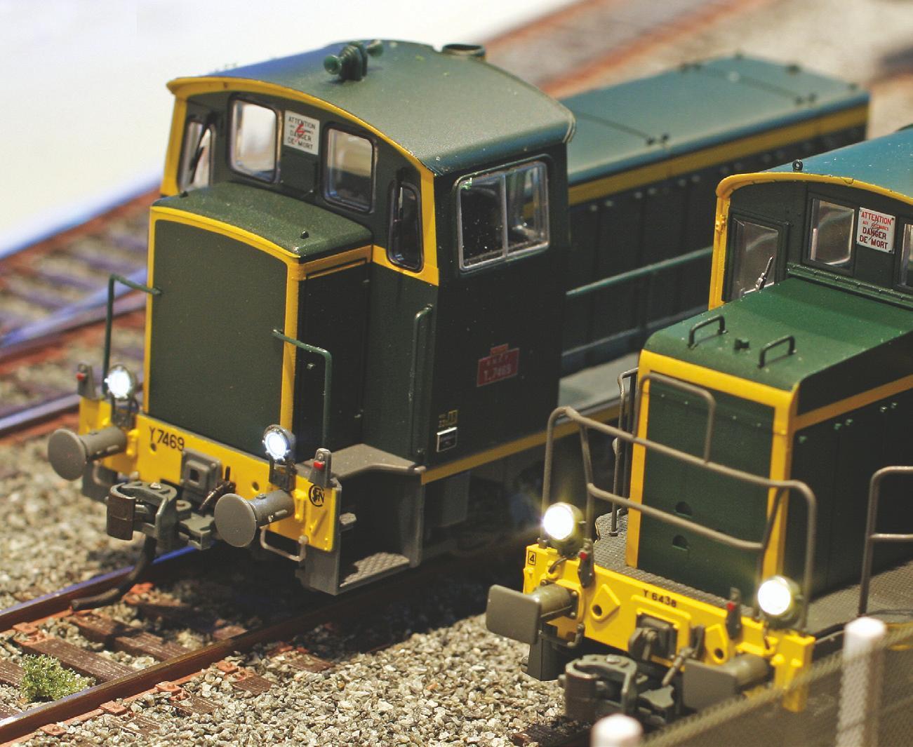 15 - Locotracteurs Y 7100 digitalisé et éclairé à côté d'un Y 6400 EPM (article RMF).