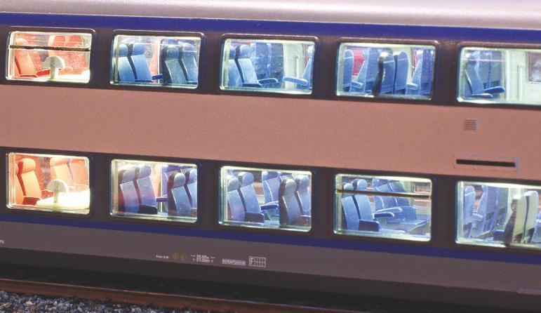 2 - Rame TER 2N NG Jouef avec aménagement intérieur éclairé selon un article RMF.