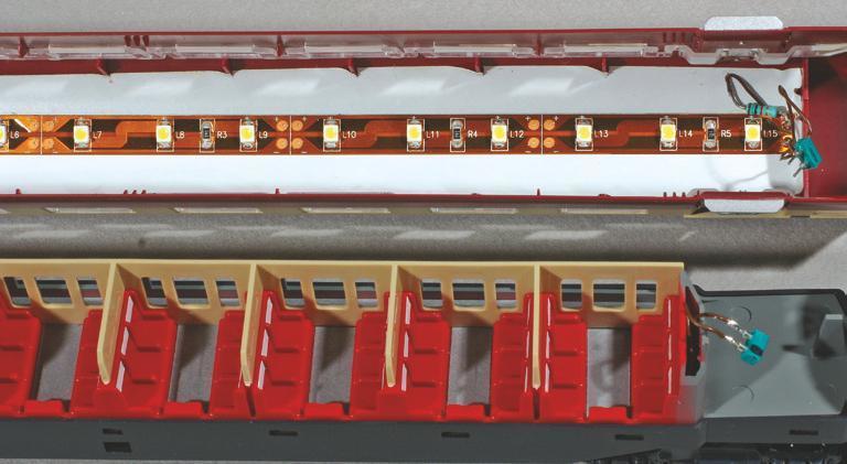 13 - L'éclairage économique par ruban de LED, dans une rame TEE suisse RAm Roco.