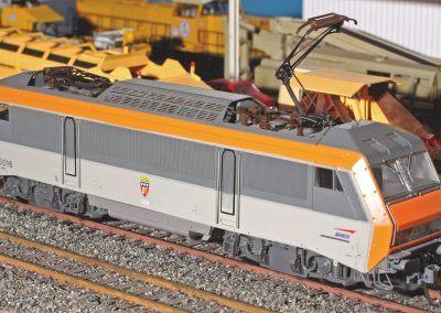 La BB 26016 de Jouef : un modèle de 1996 ; mis techniquement au goût du jour avec une platine digitale récente.
