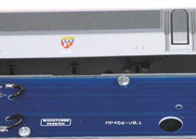 11 - En fin de montage, éclairages des feux et des cabines reliés à la platine principale : tout fonctionne sans programmation particulière avec un décodeur Zimo MX633 P 22.