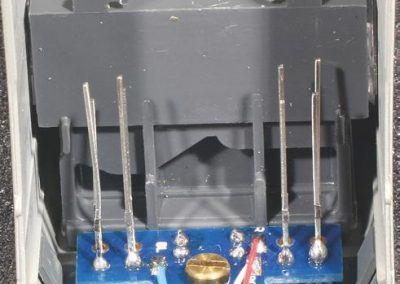 7 - Pour souder les DES sur le circuit imprimé MPEL 116, il est préférable de disposer la caisse de la BB 26000 verticalement sur un berceau en mousse.