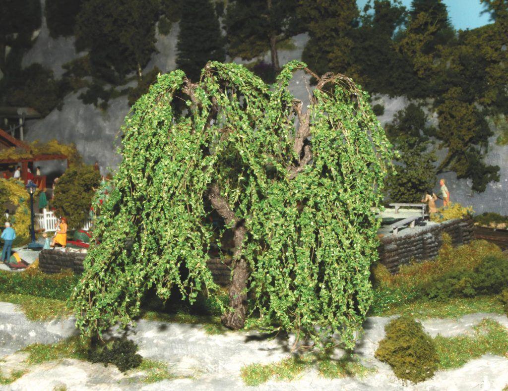 Voici comment se présente un saule pleureur Arboris : un très bel arbre, dont les branches peuvent à loisir et facilement être (re-)positionnées chacune comme on le souhaite. Ceci pourra leur apporter un tombé plus naturel, par exemple.