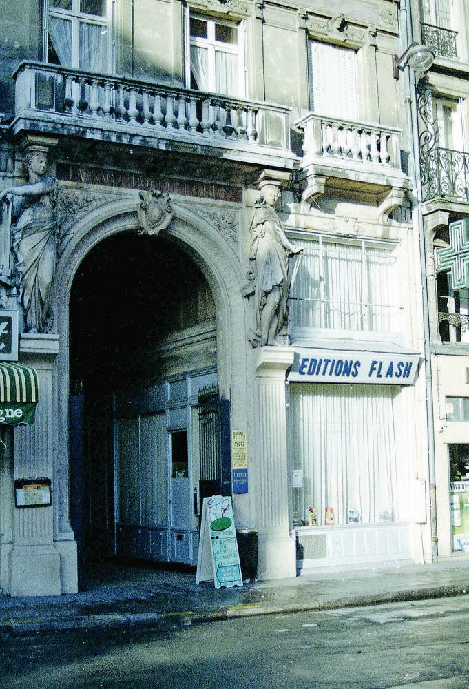 Les bureaux en 1966 au 3, rue de Palestro, près du quartier des Halles à Paris.
