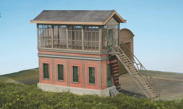Construire en carton vos bâtiments ferroviaires : poste d'aiguillage et sous station électrique