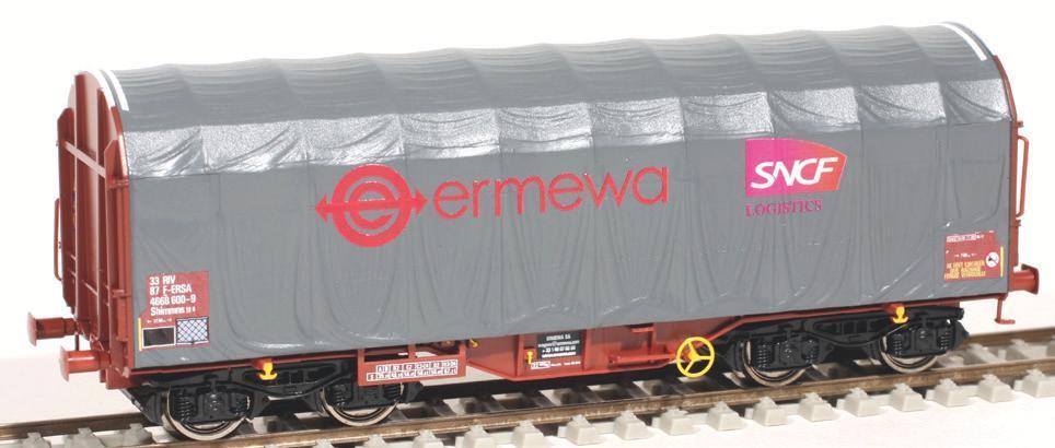 Parmi les dernières productions de Roco, ce wagon à bâchage mécanique ERMEWA représente l'un des modèles le plus récents du parc SNCF loué à Arcelor Mittal.