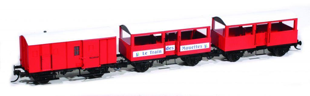 Une première composition simplifiée de la rame du Train des Mouettes avec le fourgon fourgon M et deux voitures simples.