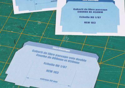 3-Les photocopies des gabarits édités par Rail Miniature Flash (ici des protos) dont celui (découpé) qui va nous servir pour poser nos voies.