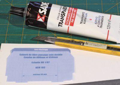 4-Pour rendre les gabarits utilisables, un support solide est utilisé : une plaque de plasticarte de 2 mm d'épaisseur.