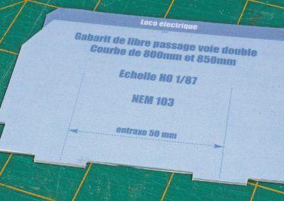 6-Découpe précise au cutter du plastique autour de la copie en papier...