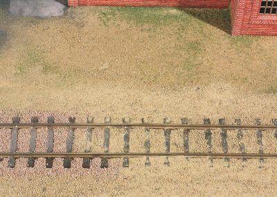 10-La jonction entre le ballast et le sable ne doit pas être délimitée strictement : faire un fondu des deux granulés.