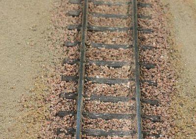 8–L'aspect de la voie une fois le ballast sec. Une patine (non faite sur la photo) à la peinture ou à la terre à décor améliorera encore son aspect réaliste.