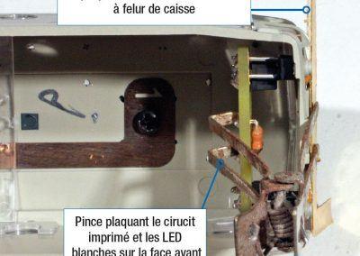 16 - Montage pour bon positionnement des LED rouges par rapport aux LED blanches. Les LED blanches sont soudées en premier et servent de référence sur la face frontale. Les LED rouges sont soudées ensuite.