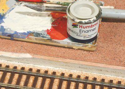 22-Les côtés du quai sont peints en gris clair ou en beige pour représenter le matériau choisi.
