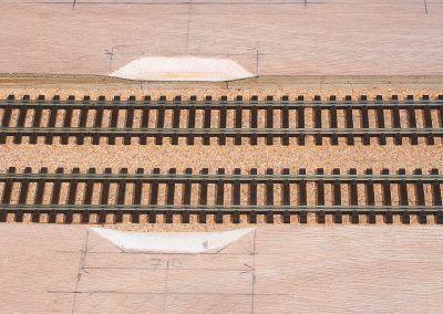 7-Vue sur les deux passages «à cabrouet» et sur la plateforme de la voie en liège de 2 mm d'épaisseur.