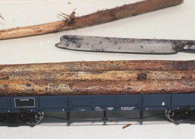 Nos troncs peuvent maintenant être placés dans le wagon plat.