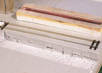 4 – Evidez le polystyrène avec un gros cutter, puis avec ciseau à bois bien affuté ou tout outil avec une lame droite en bout.