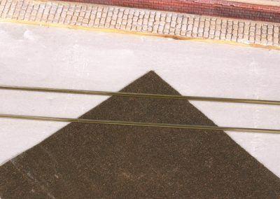 5 – Avant de fixer les rails sur la fosse, un passage sur la toile émeri est fortement conseillé.