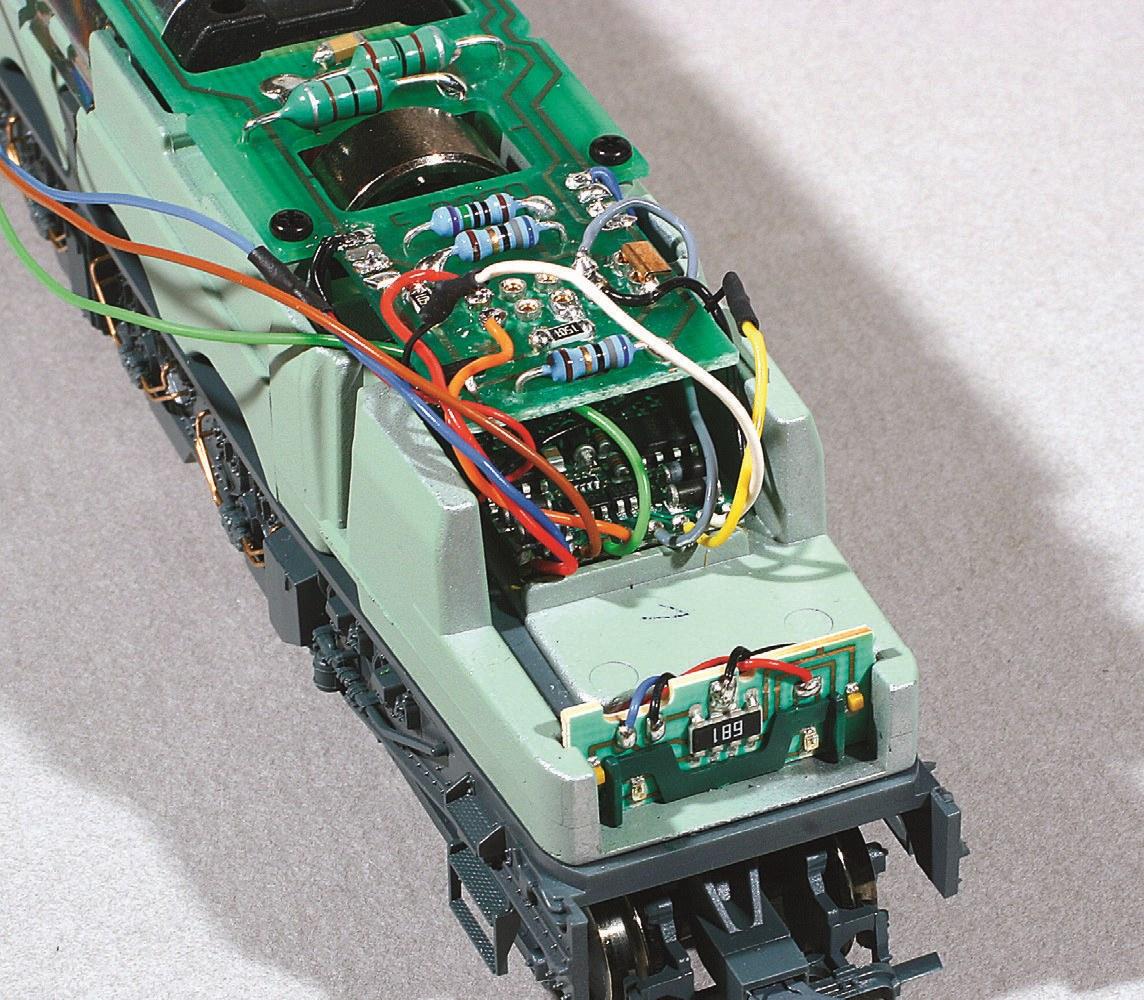 4-Circuit imprimé des feux de 2D2 et décodeur monté sous le circuit imprimé principal.
