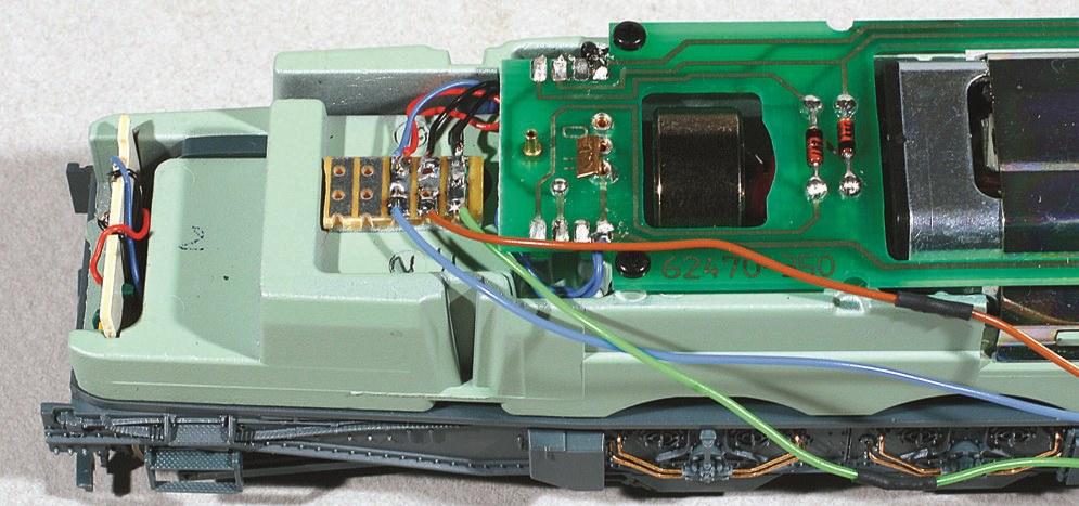 5-Câblage des feux côté opposé au décodeur : voir texte pour connexions.