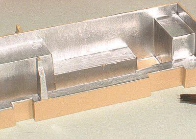 L'intérieur de la cuisine sera peint intégralement en aluminium afin de matérialiser les meubles et plan de travail en inox qui l'équipent.
