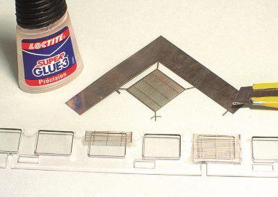 Entièrement baissés ou à demi, nos stores seront fixés par une pointe de cyanoacrylate.