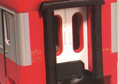 Pour libérer les portes d'intercirculation, les vitres de celles-ci seront déposées.