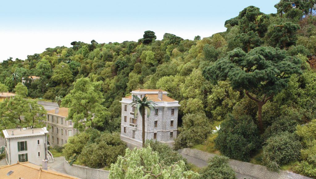 La végétation a permis de rendre la perspective moins abrupte pour ce flanc de colline, ce qui n'était pas gagné initialement.