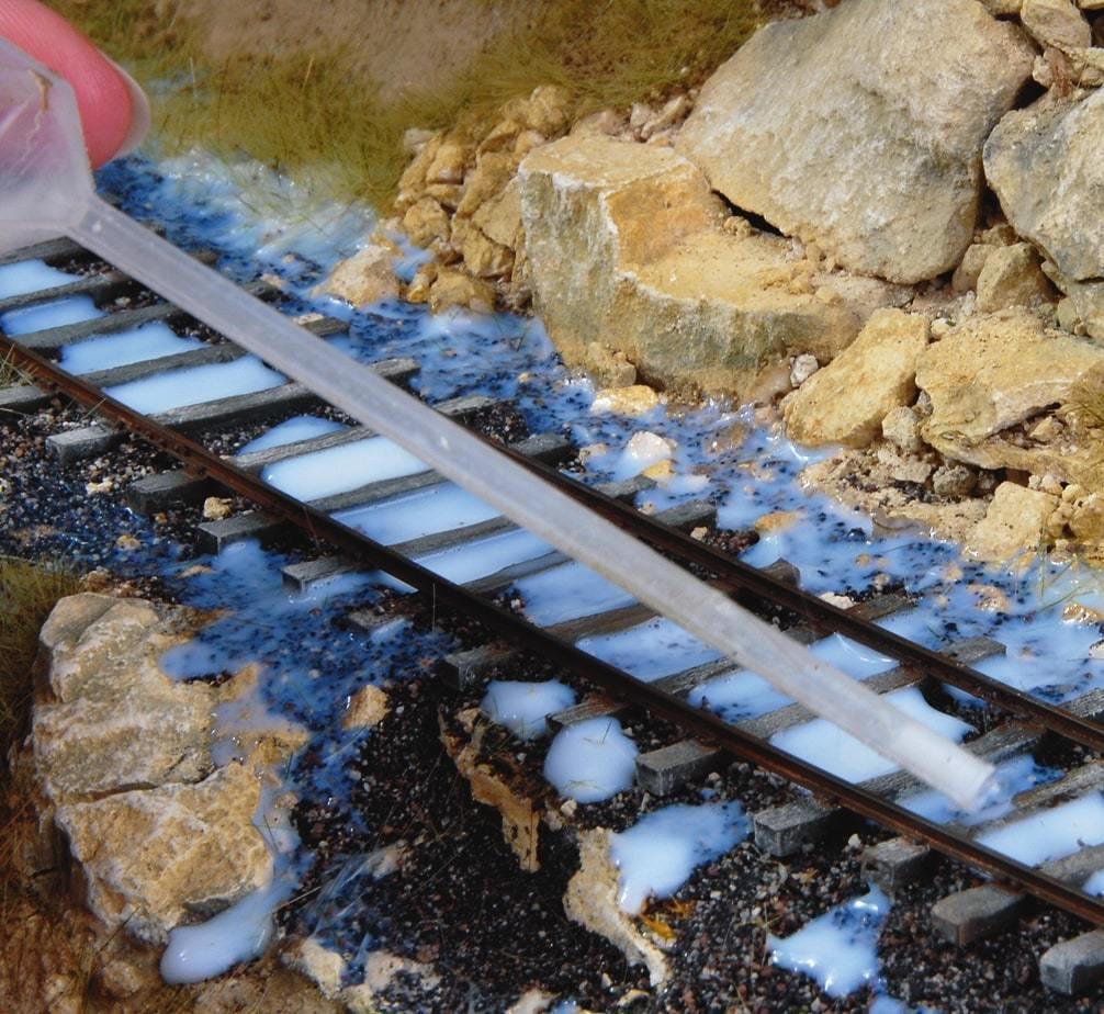 Le médium dilué (médium 30-40 %, le reste d'eau) est appliqué à la pipette en évitant les traverses dont celui-ci pourrait éventuellement modifier la teinte.