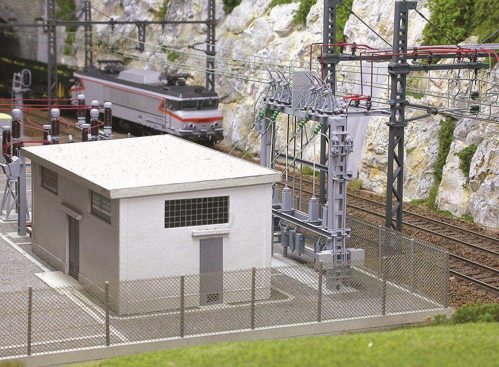 ...et nous permet d'entrevoir la sous-station au passage.