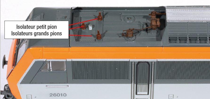 5 - Préparation de la pose du pantographe Roco, seule la vis est à raccourcir, il prend la place du Jouef.
