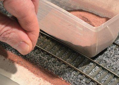 27- ... un saupoudrage léger de sable coloré.