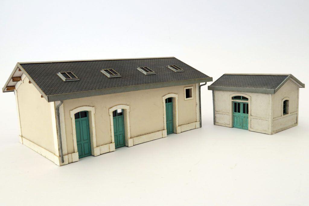 Montage des WC et du petit bâtiment annexe