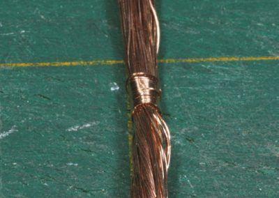 3 – Les fi ls de cuivre réunis en un seul toron qui servira à créer le tronc et les branches.