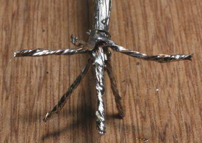 6 – Les racines et l'axe de fixation ont reçu la soudure qui les rigidifie.