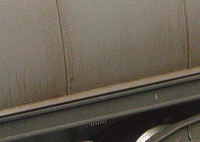 24 – Le dry brushing permet de reproduire les coulures verticales situées au niveau du châssis.