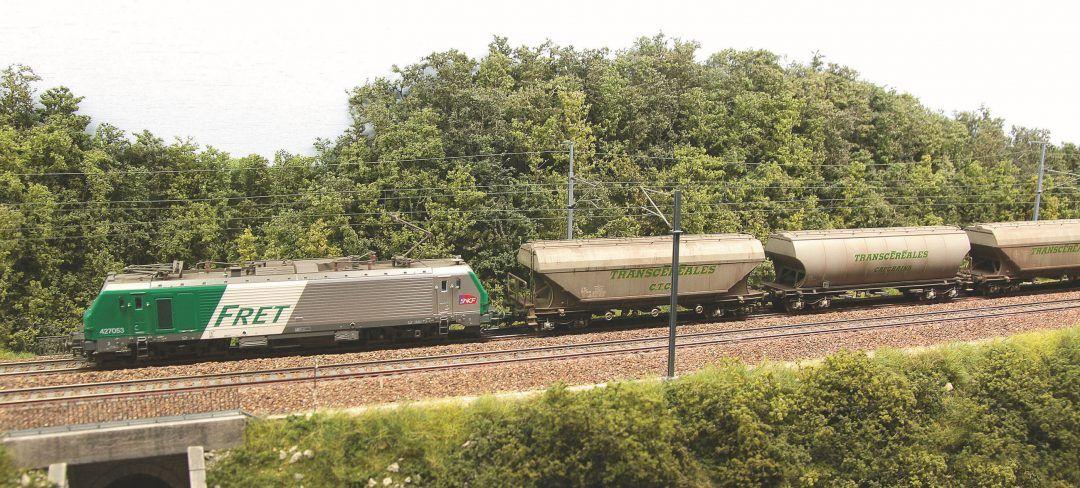 35 – Et maintenant, l'exploitation : aucun problème, ça roule sans la moindre difficulté. Attention à la vitesse : un train de fret n'est pas un TGV.
